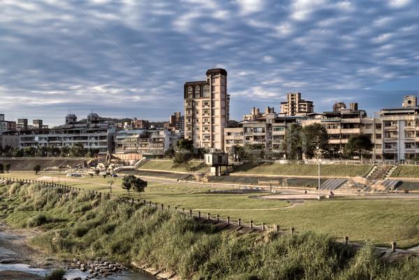 Kentsel manzaralı daire park nehir modern Stok fotoğraf © elwynn