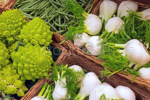 Brócolis funcho venda mercado comida fundo Foto stock © elxeneize
