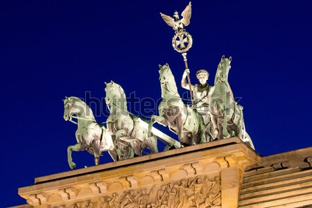 Noite topo Berlim atravessar urbano cavalos Foto stock © elxeneize