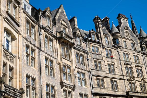 Tipikus épületek Edinburgh Skócia égbolt épület Stock fotó © elxeneize