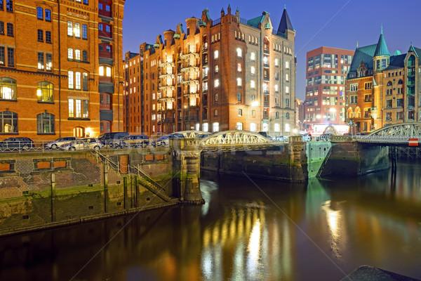 Histórico hamburgo edad noche casa ciudad Foto stock © elxeneize