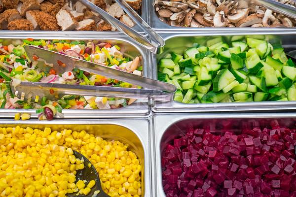 Salade ingrediënten buffet verschillend voedsel gezondheid Stockfoto © elxeneize