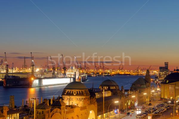 Mooie zonsondergang hamburg haven water straat Stockfoto © elxeneize
