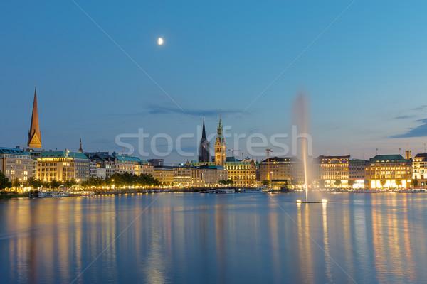 Centrum hamburg dawn meer hemel stad Stockfoto © elxeneize