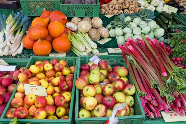 Rabarbar jabłka więcej inny warzyw sprzedaży Zdjęcia stock © elxeneize