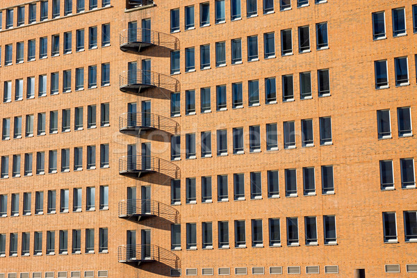 Moderna fachada hamburgo naranja ladrillos casa Foto stock © elxeneize