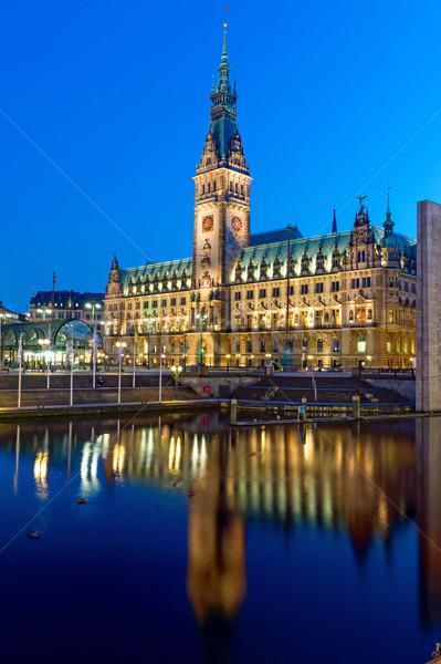 Hamburg Duitsland verlicht nacht klok reizen Stockfoto © elxeneize