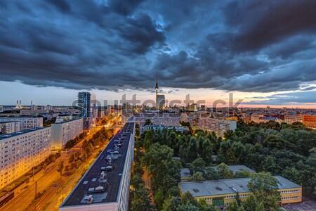 Sötét égbolt naplemente belváros Berlin televízió Stock fotó © elxeneize