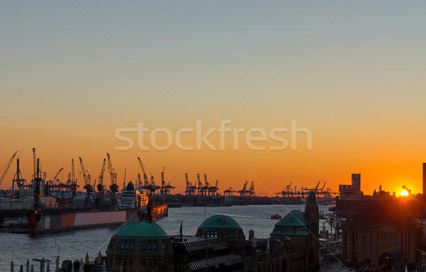 Zonsondergang hamburg haven klok straat nacht Stockfoto © elxeneize