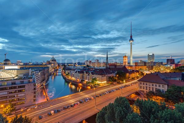 Centro da cidade Berlim famoso televisão torre rio Foto stock © elxeneize