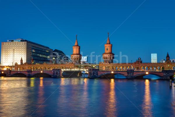 ベルリン 有名な 1泊 建物 日没 橋 ストックフォト © elxeneize