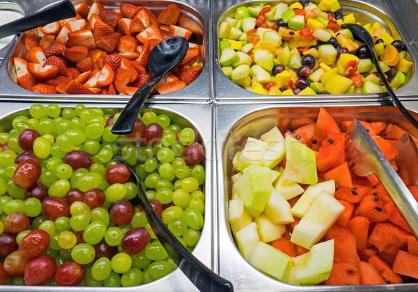 Salade de fruits buffet différent alimentaire fond salade Photo stock © elxeneize