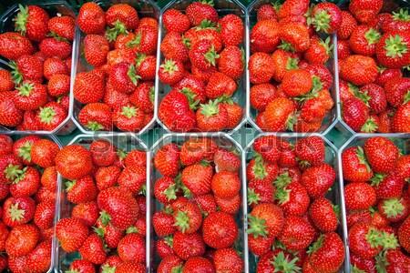 клубники продажи еженедельно рынке продовольствие фрукты Сток-фото © elxeneize