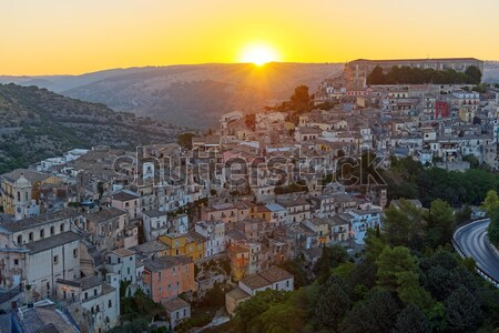 Amanecer sicilia edad barroco ciudad montana Foto stock © elxeneize