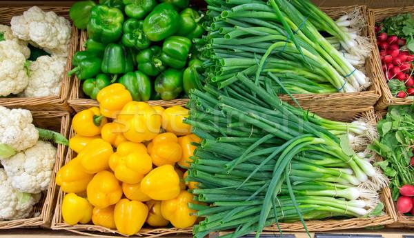 Foto stock: Pimenta · mercado · comida · fundo · vermelho · salada