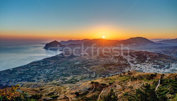 Nascer do sol sicília edifício paisagem mar azul Foto stock © elxeneize