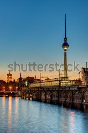 Naplemente folyó Berlin tv torony égbolt Stock fotó © elxeneize