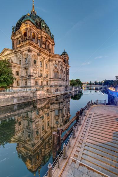 Berlin folyó terv híd retro építészet Stock fotó © elxeneize