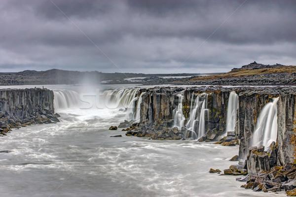 Potente cascada Islandia paisaje belleza Foto stock © elxeneize