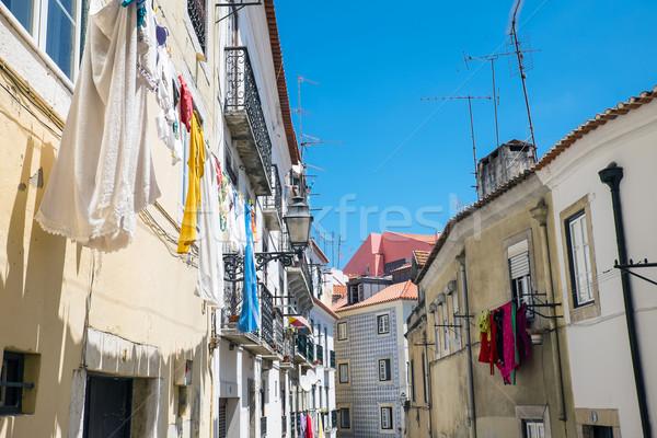 Házak kerület öreg Lisszabon Portugália ház Stock fotó © elxeneize
