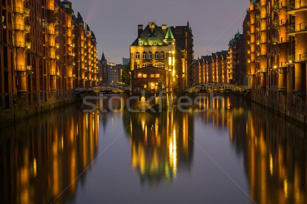 Edad hamburgo Alemania noche agua nubes Foto stock © elxeneize