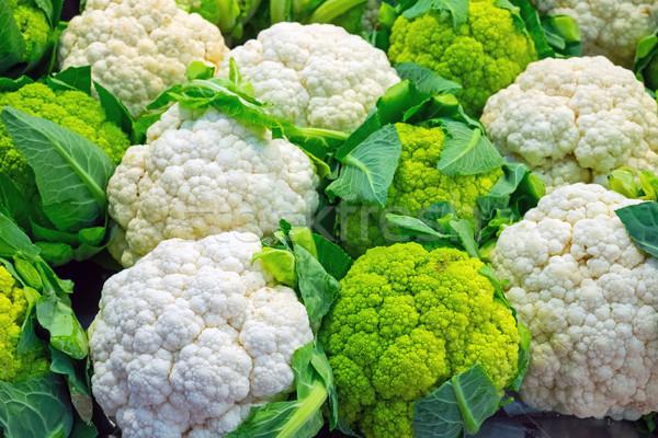 свежие цветная капуста продажи рынке продовольствие фон Сток-фото © elxeneize