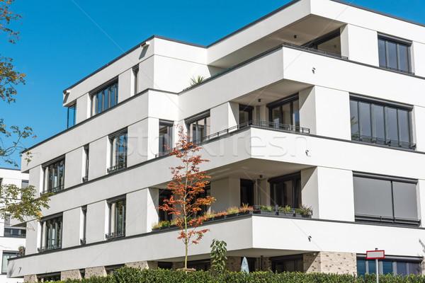 új fehér lakás ház kék ég Berlin Stock fotó © elxeneize