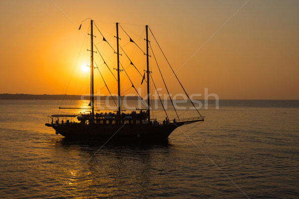Romantische zonsondergang zeilschip Stockfoto © elxeneize