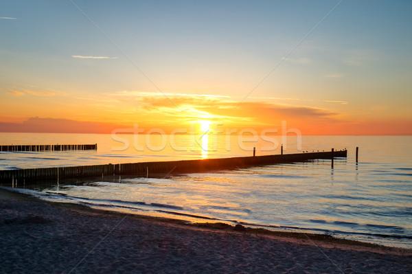 Naplemente tenger Németország Balti-tenger tengerpart égbolt Stock fotó © elxeneize