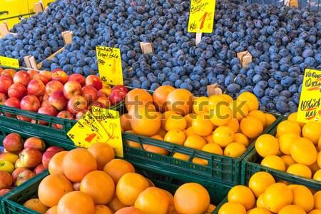 Mele arance vendita mercato vino Foto d'archivio © elxeneize