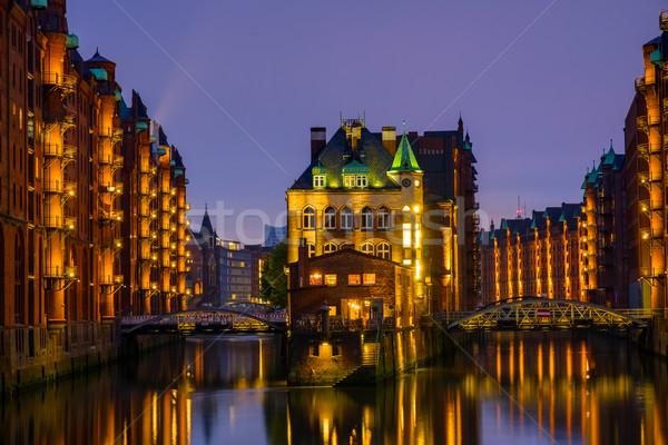 Histórico hamburgo Alemania noche agua puente Foto stock © elxeneize