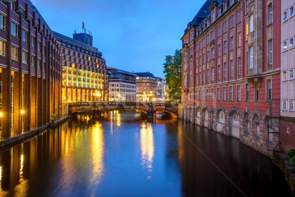 Canal amanecer hamburgo uno casa ciudad Foto stock © elxeneize