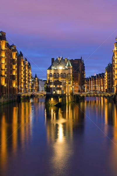Histórico hamburgo hermosa iluminado noche casa Foto stock © elxeneize