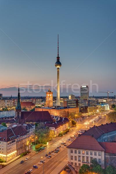 Tv torony Berlin éjszaka híres égbolt Stock fotó © elxeneize