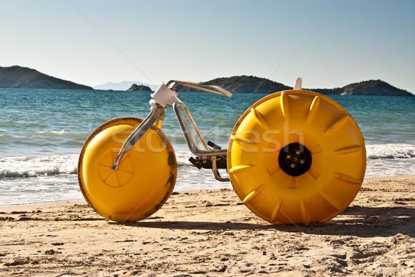 Sarı plaj üç tekerlekli bisiklet kullanılmış Meksika Stok fotoğraf © emattil