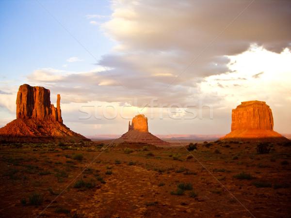 Stormachtig zonsondergang vallei lichten omhoog rock Stockfoto © emattil
