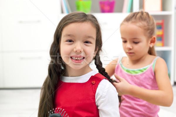 Heureux petite fille souriant petite amie fille main Photo stock © emese73