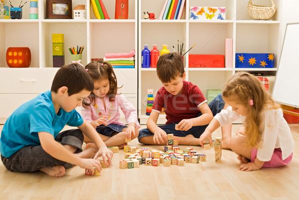 Enfants jouer blocs étage heureux construction Photo stock © emese73