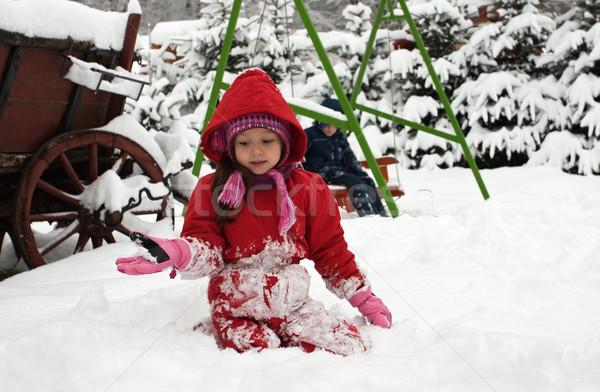 Petite fille jouer neige amour heureux amusement Photo stock © emese73