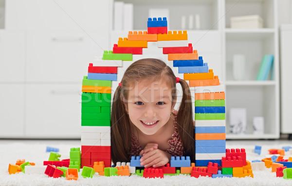 Petite fille jouer blocs heureux visage école Photo stock © emese73