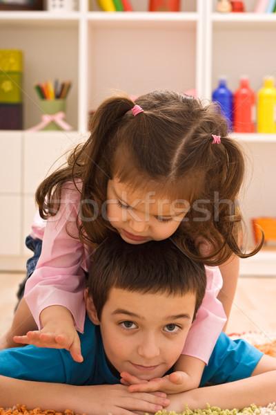 Deux enfants jouer heureux étage fille Photo stock © emese73