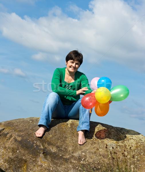 Heureux femme séance pierre belle femme ballons Photo stock © emese73