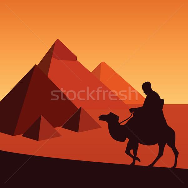 Egyiptom piramisok sivatag férfiak napfelkelte szobor Stock fotó © emirsimsek