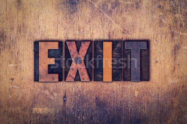 Uitgang houten type woord geschreven Stockfoto © enterlinedesign