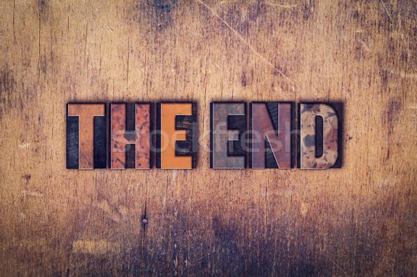 Einde houten type woord geschreven Stockfoto © enterlinedesign