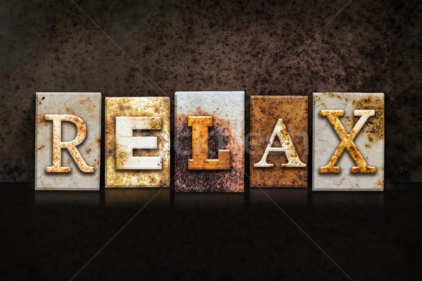 Foto stock: Relaxar · escuro · palavra · escrito · enferrujado