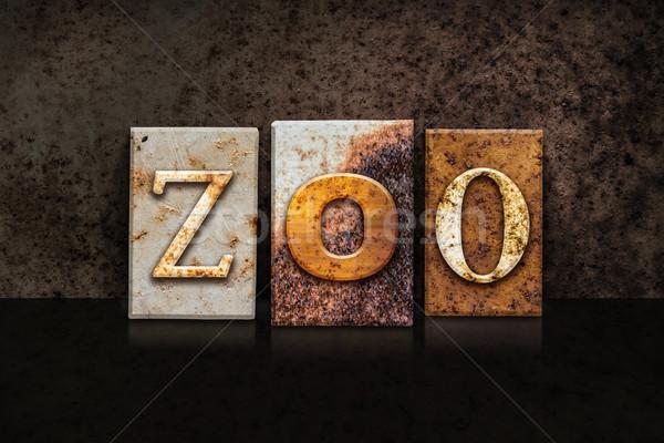 Hayvanat bahçesi karanlık kelime yazılı paslı Stok fotoğraf © enterlinedesign