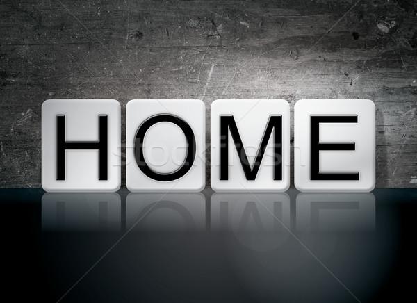 Casa azulejos cartas palavra escrito branco Foto stock © enterlinedesign