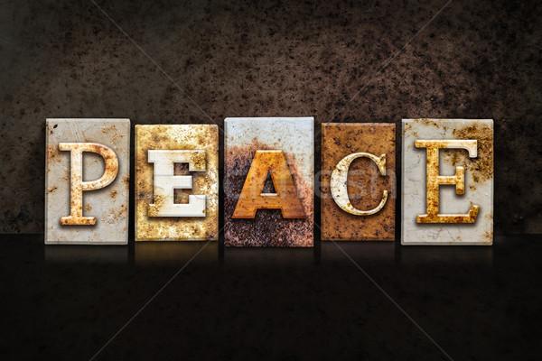 Pace buio parola scritto arrugginito Foto d'archivio © enterlinedesign