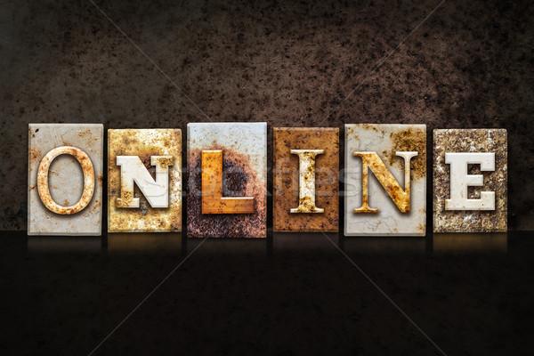 Stockfoto: Online · donkere · woord · geschreven · roestige